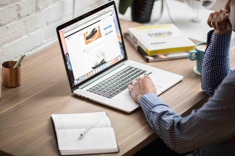 Alasan Website Membantu Pemasaran karena Website Bukan Brosur