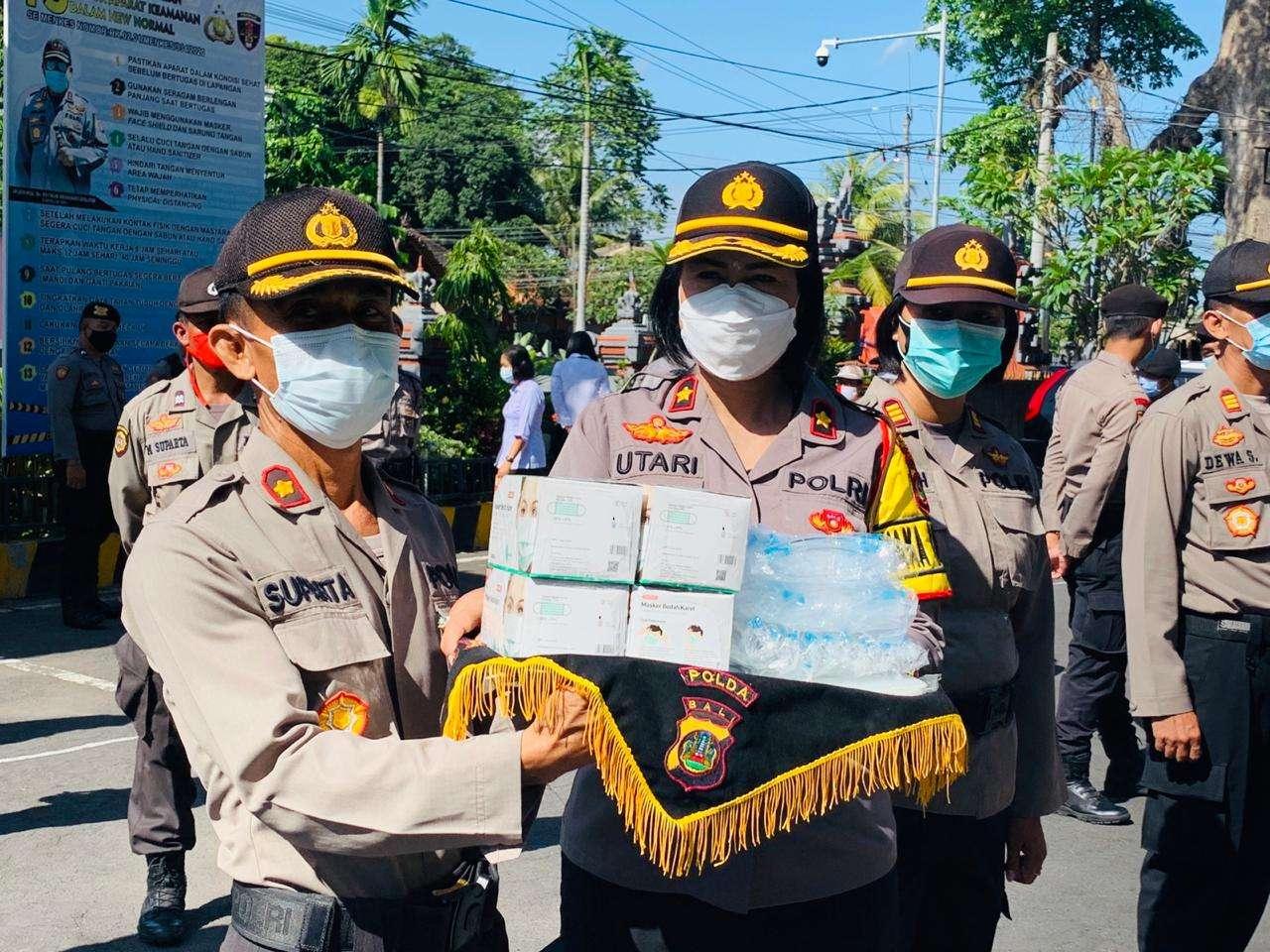 APD Kesehatan Di Serahkan Wakapolres Badung