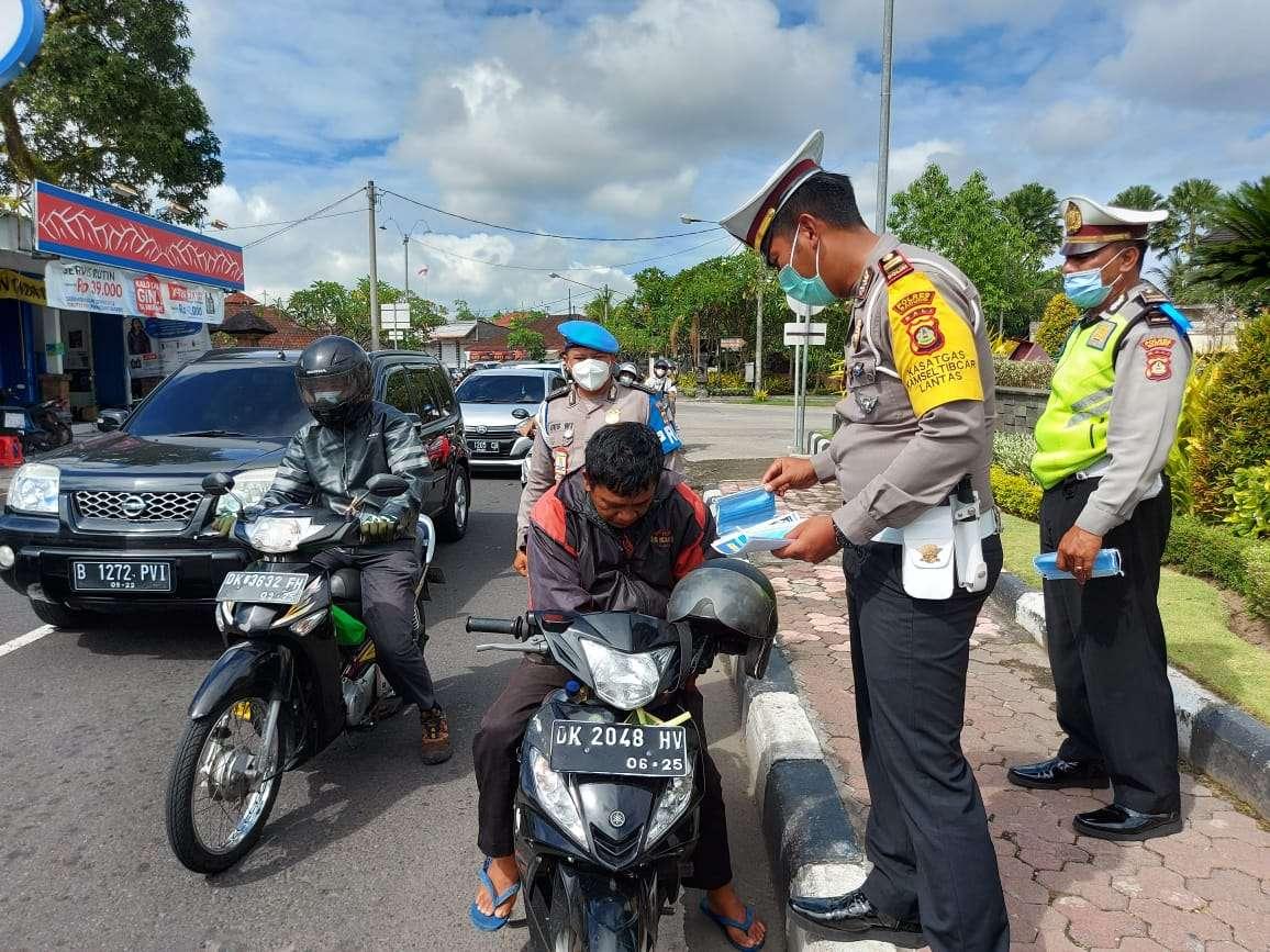 Operasi Zebra Lempuyang 2020, Polantas Badung : Tarik Semua Tilang Bagi-Bagi Masker Gratis