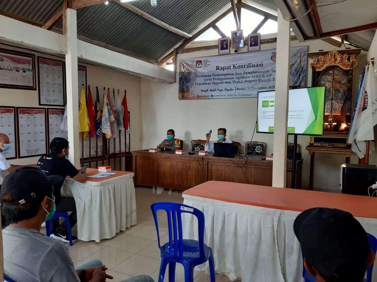 Wakapolres Hadiri Rapat Persiapan Penyortiran dan Pelipatan Surat Suara di KPU Bangli